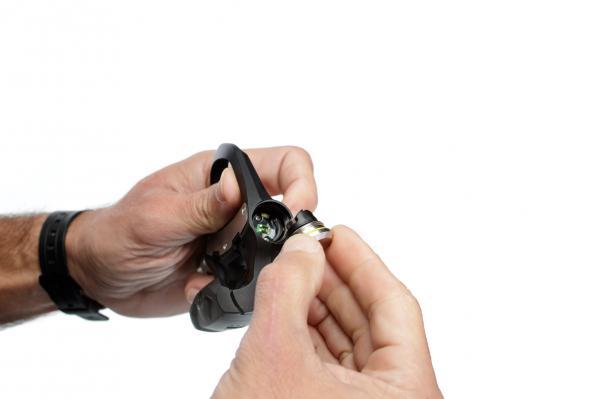 Nach dem Entfernen der Batterien sollte man 5-10 Sekunden warten.
