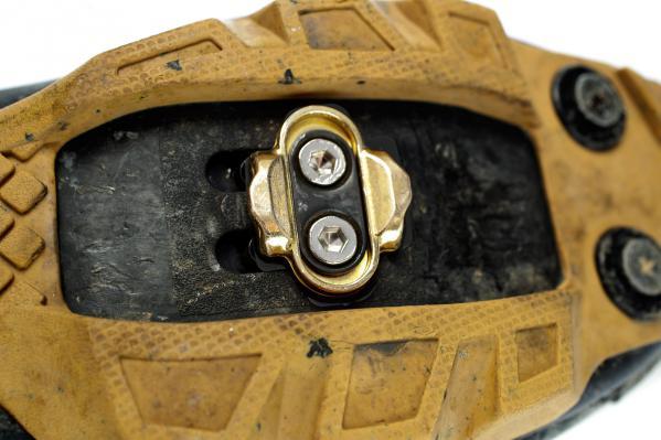 Giro Privateer MTB Schuhe (ca. 8 mm): Cleat + 1 Shim + lange Schrauben