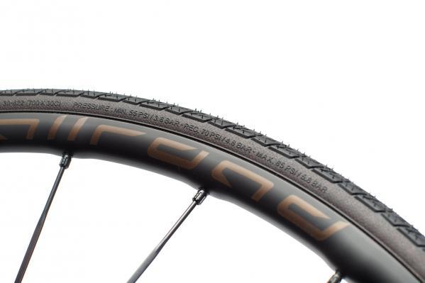 Die Min/Max Angaben auf den Mavic-Reifen stimmen, sorgen aber öfters für Verwirrung.
