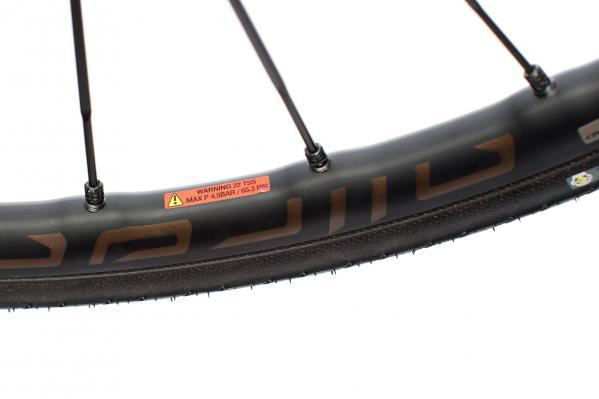 Felge: Die maximale Druckangabe von 4,5 Bar bezieht sich auf Reifen von Drittherstellern.