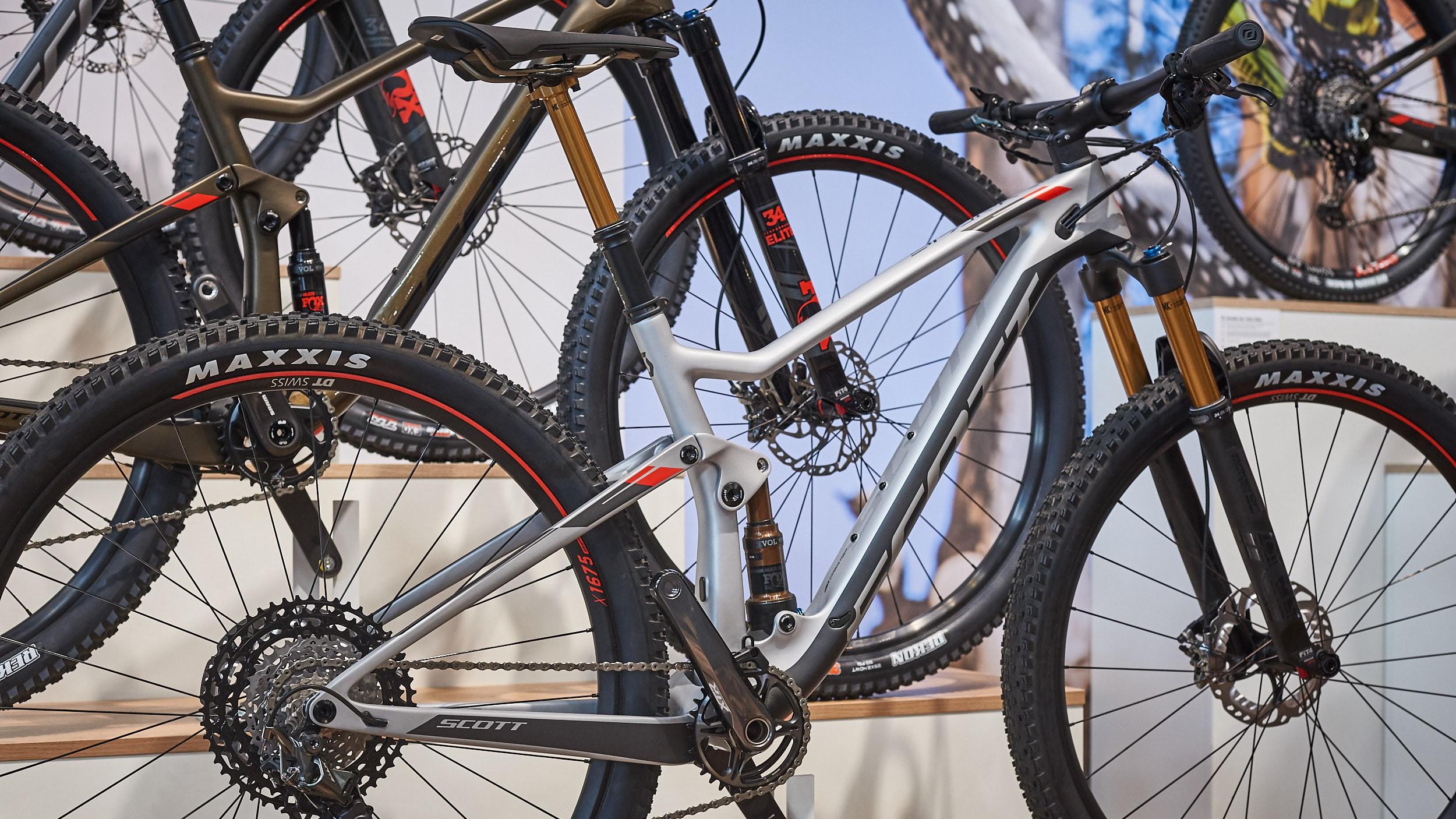 """Sowohl Spark als auch Spark RC kommen 2019 nur noch als 900er Modelle mit 29"""" Laufrädern."""