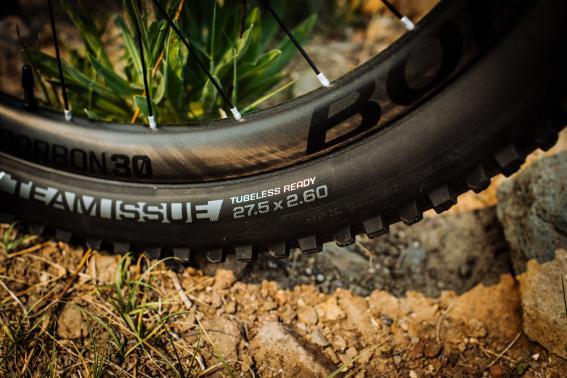 """27.5 x 2.6"""" breite Bontrager SM4 oder XR4 sind Serie an den 150/160 mm Bikes. Carbonlaufräder finden sich nur an den Topmodellen."""