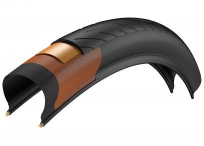 Die SmartNET Silica-Lauffläche besteht aus zwei Schichten: außen optimiert für Grip, RoWi und Laufleistung, innen mit einer höheren Anzahl aus Aramidfasern, um das Eindringen von Fremdkörpern zu verhindern.