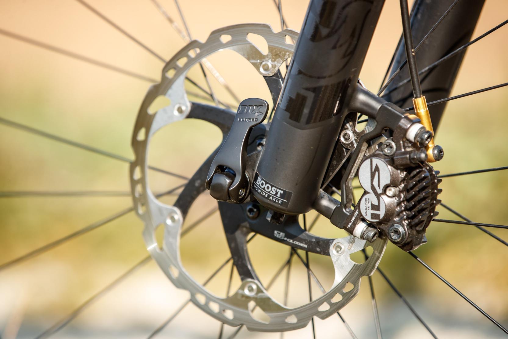 #20 Shimano Saint: Sehr leistungsstarke Bremse mit 4-Keramikkolben-Bremssattel und 203 mm Ice-Tech-Discs