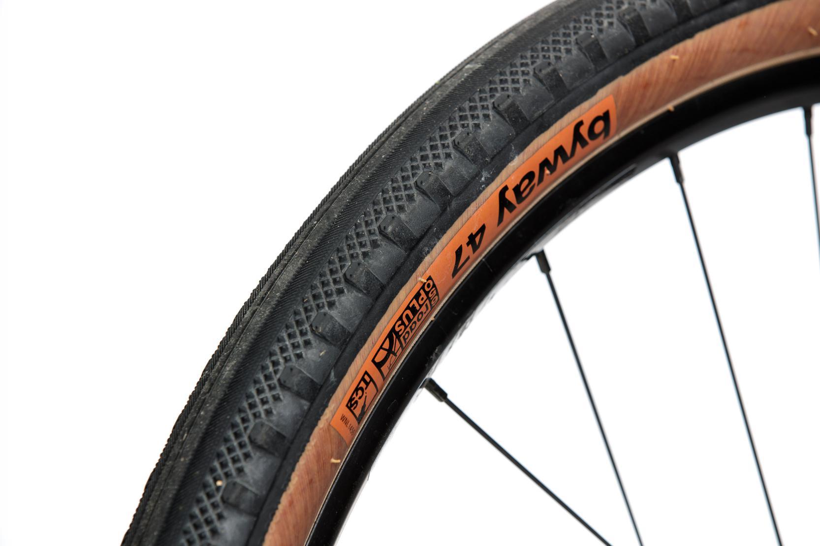 #6 Die Reifen überraschten mit ihrem niedrigen RoWi, kamen auf rutschigen Böden aber schnell an ihre Grenzen.