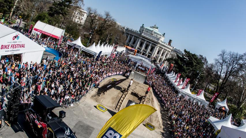 Bildbericht Argus Bike Festival 2019Nix für Sportler, reine Zeitverschwendung, und sowieso und überhaupt. Warum es etwas, das kein wirklich radelnder Mensch braucht, schon so lange geben kann. Ein Annäherungsversuch.