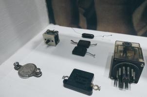 1926: Ducatis erstes Produkt - ein Radio-Kondensator (li.u.)