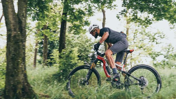 Test: Ducati MIG-RRFahrtest von Ducatis E-Enduro in der abwechslungsreichen, vielschichtigen und besonders gatschigen Landschaft rund um Bologna. Plus: Besuch des Ducati-Museums