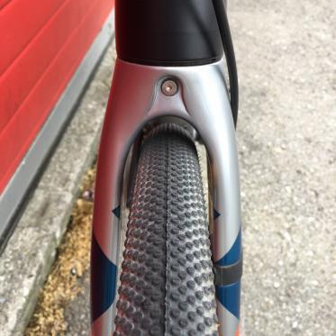 Die Gabel beschränkt die Reifenfreigabe auf 700 x 37 mm