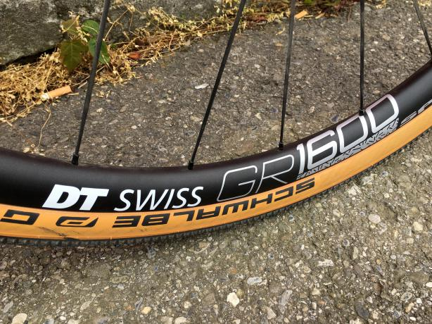 DT Swiss GR 1600 Spline auf Schwalbe G-One - damit geht auch abseits des Asphalts einiges.