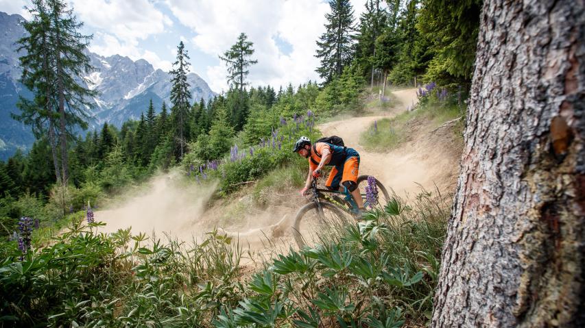 Trek Top Fuel 9.9 2020Leichtfüßiges Trail-29er für Marathon und Tour. Wir hatten bereits die Chance, das neue Trek Top-Fuel für einige Tage im wilden Westen Österreichs über die Trails zu scheuchen.