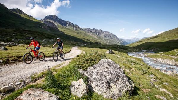 Ischgl: E-Biken mit Adrenalin und Almrausch