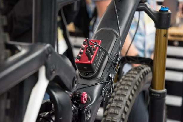 Viele Testfahrten, haufenweise Elektronik (selbst im Pedal) und noch mehr Hirnschmalz haben die Entwickler...