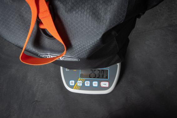 So in etwa sieht die Gewichtsverteilung gepackt aus, ein paar Gramm kamen da noch dazu