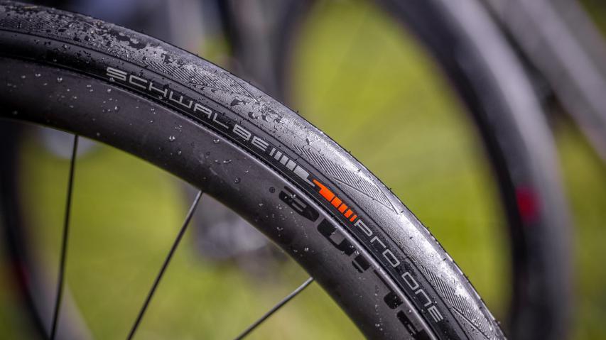 Schwalbe Pro One TLE RennradreifenErster Praxistest der brandneuen Tubeless Easy-, Tube Type- und TT-Rennradreifen mit dem Plus an Performance und Souplesse.