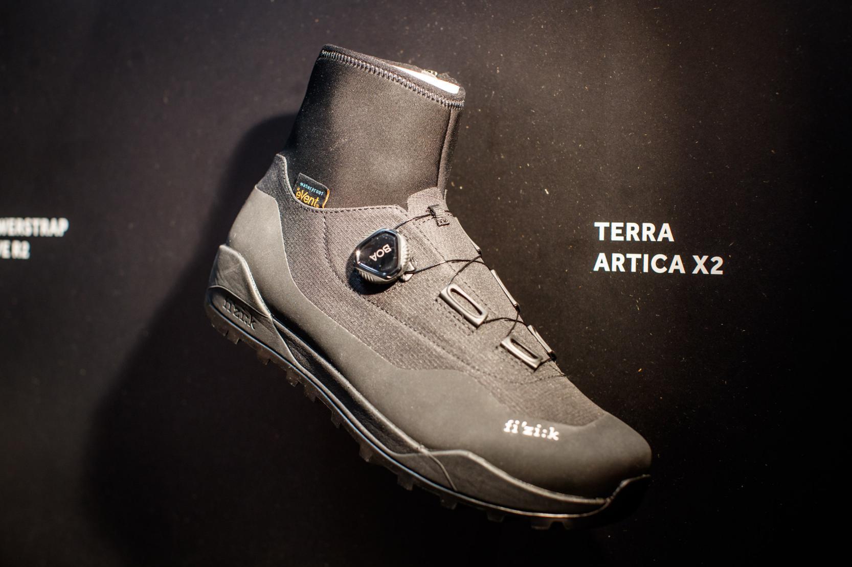 Terra Artica X2 Nylonsohle, wasserfeste/atmungsaktive Membran, 438 g (42,5), Größe 36-48, schwarz