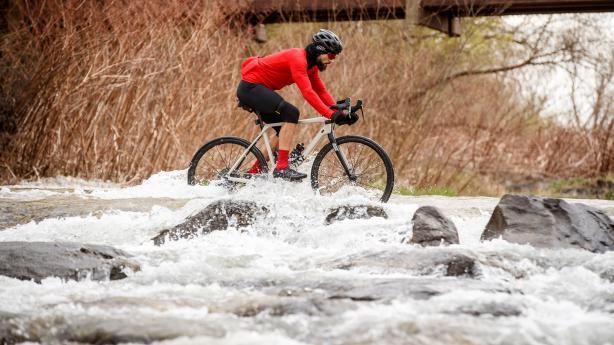 Test: Mavic Ksyrium Pro Carbon SL UST Disc Laufräder 2019Härtetest des überarbeiteten Endurance-Laufrad-Reifen-Systems in drei Jahreszeiten plus Mavics Ultimate Merino-Bekleidung für Herbst und Frühjahr.