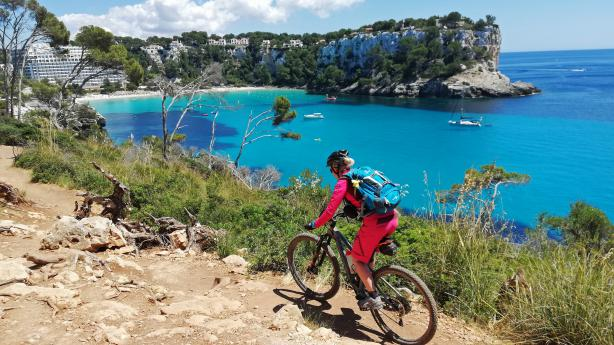 Mountainbiken auf Menorca - Cami de cavalls Sonne, Meer und knackige Trails verspricht der knapp 200 Kilometer lange Cami de Cavalls auf Menorca.