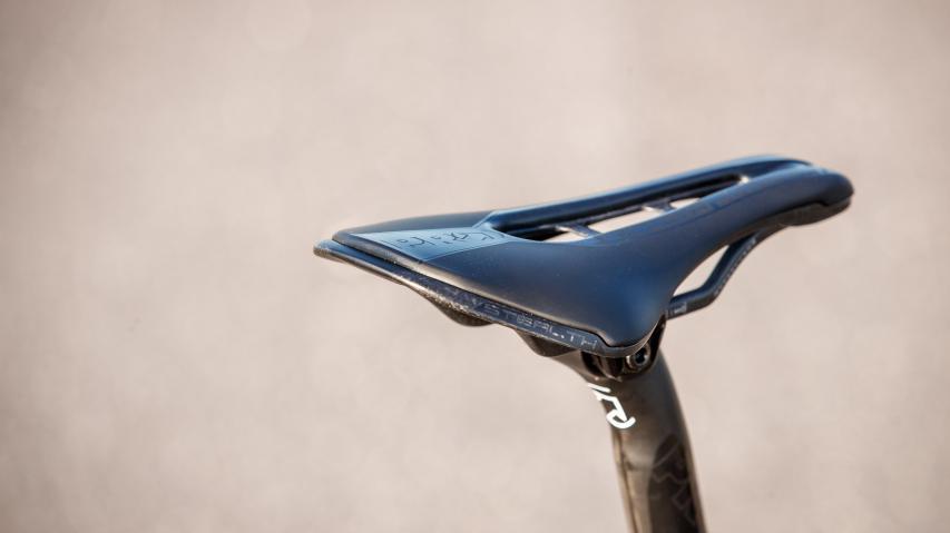 Pro Stealth Carbon SL SattelLangzeittest des brandneuen und superleichten Performance-Sattels für tief gebückte Rennradfahrer und extrem ambitionierte Mountainbiker.