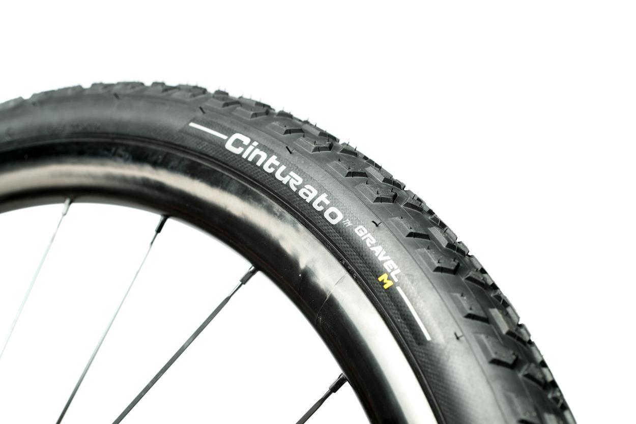 Auch wenn die Luft danach wieder entweicht, bleibt der Reifenwulst überlicherweise in den Flanken stecken.