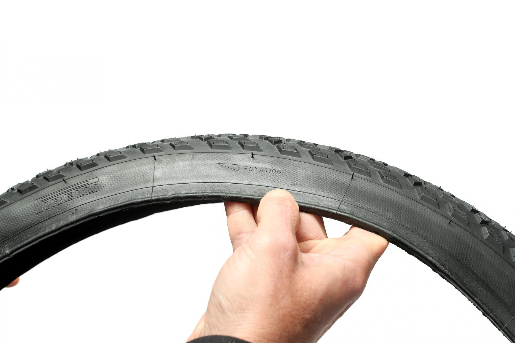 Beim Reifen unbedingt die Laufrichtung beachten, denn ein Fehler hat klebrige Folgen.