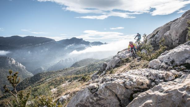 Mountainbiken in den Pyrenäen Zwischen Berg und Tal, heißen Quellen und dem Mittelmeer - rund um die Pyrenäen und Katalonien bleibt es mit dem Mountainbike abwechslungsreich.