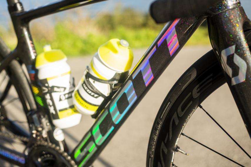 grauer Schriftzug am P Zero Velo Tubeless. Macht zwei neue Reifenmodelle bei Pirelli.