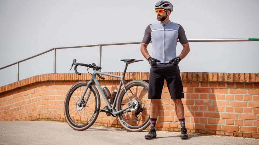 Castelli Unlimited Gravel Wear Die sportliche Interpretation der Gravel-Thematik des italienischen Spezialisten für Fahrradbekleidung.