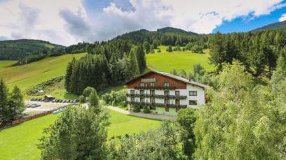 HUBERTUSHOF BEIM RÖMERBAD Almrosenweg 4, 9546 Bad Kleinkirchheim