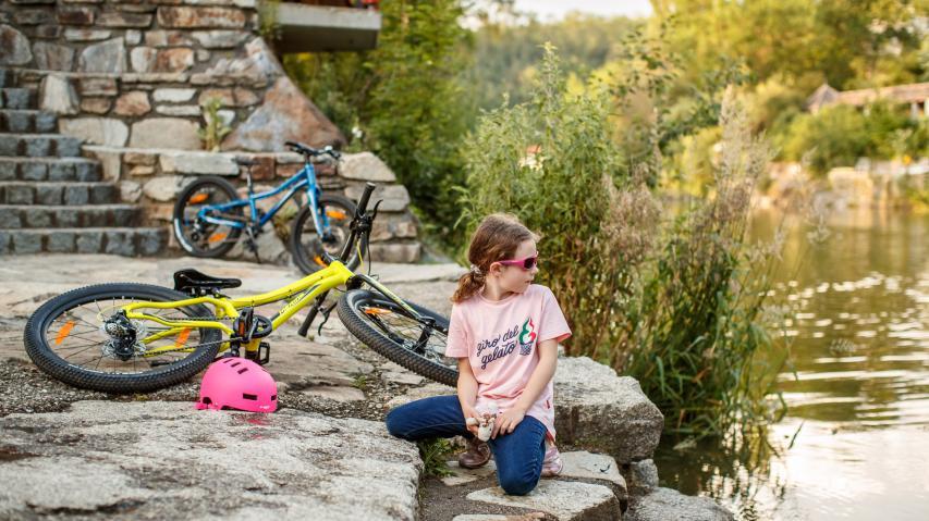 Merida Matts J+ in 20 und 24 ZollBreite Reifen, starre Gabel, Scheibenbremsen und knallige Farben: Mit den neuen Matts J+ Mountainbikes für Kinder haut Merida gehörig auf den Putz. Plus: Kinderrad Kaufberatung