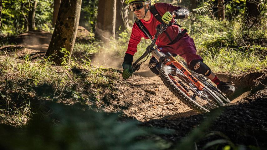 """Focus SAM2 6.9 2021First Ride: """"Designed for Down!"""" Das ist der Slogan der neuesten Inkarnation des E-Mountainbike Fully SAM²."""