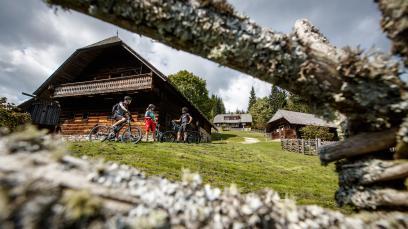 In der E-Bike Region MürztalEinmal Waldheimat und zurück. Eine kulturhistorische Schlemmerreise durch die Fischbacher Alpen und das Joglland unter Einsatz elektrischer Hilfsmotoren.