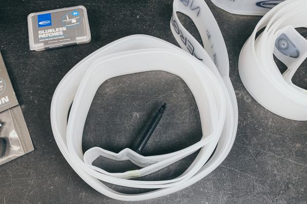 """Unsere Aerothan Allround Tubes sind für 37 bis 50 mm breite 28"""" Reifen ausgelegt und besitzen ein 40 mm langes Ventil."""