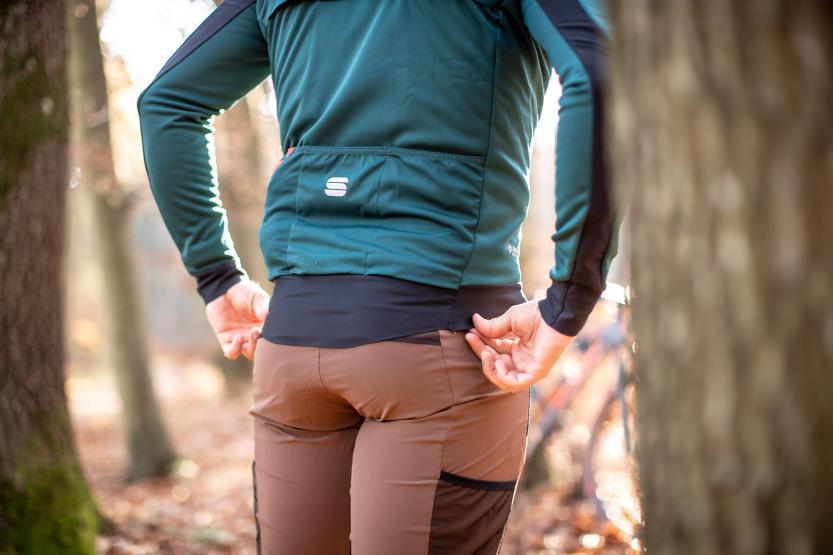 Der lang geschnittene Rücken erhöht den Tragekomfort zusätzlich.
