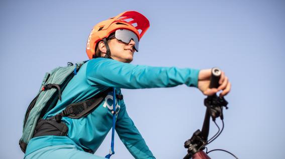 POC Kortal Race Mips & DevourRundherum aber sowas von geschützt: POC prescht mit dem ersten Helmmodell inklusive Mips Integra vor und definiert Goggles neu.