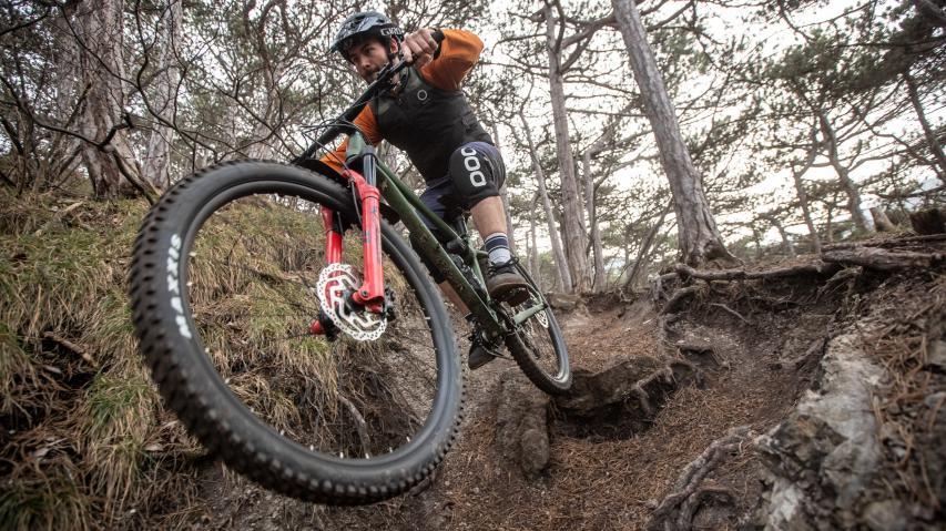 Merida Big.Trail 2021 im TestDie zarteste Versuchung, seit es Stollenreifen gibt: ein lustiger Alurahmen, eine ordentliche Federgabel, massive Laufräder und sonst nix.