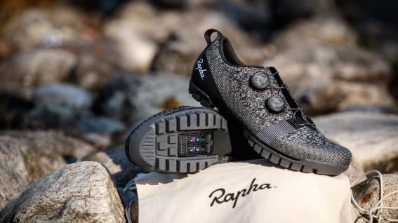 Rapha Explore Powerwave 2021Neuer Schuh für sämtliche Facetten des Abenteuers dies- und jenseits asphaltierter Straßen: Rapha zeigt seinen neuen Explore Powerwave.