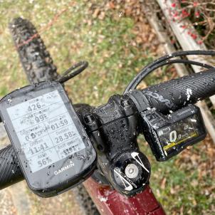 ... knapp 1.200 Hm und 2 Reststriche Akku (bei ca. 73 kg Fahrer-Trockengewicht und Boost-Modus)