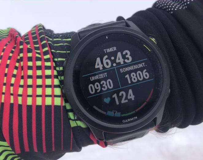 ... sowie Puls, Gesamtzeit, Uhrzeit und Sonnenuntergang im Skitourenmodus.