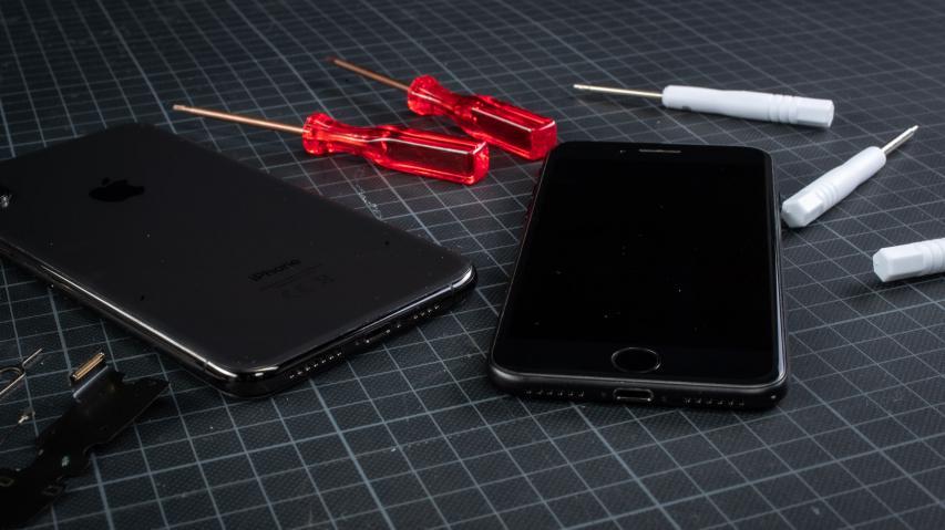 Fachgerechte Smartphone Reparaturen in der iFix.at HandywerkstattRatgeber: Die clevere Lösung fürs kaputte Handy - schneller, günstiger und unbürokratischer als die Instandsetzung beim Hersteller oder Garantieerweiterungen bzw. Geräteversicherungen von Drittanbietern