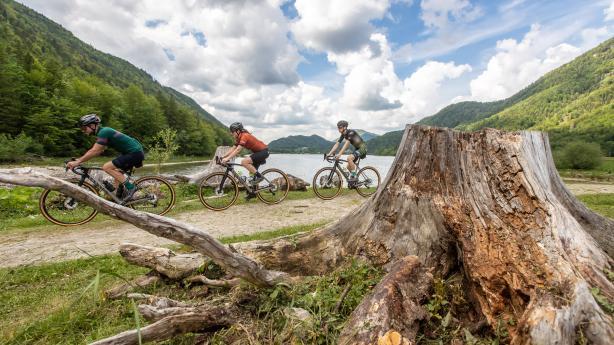 Gravelbiken am FuschlseeDas Team des Rennrad- und Triathlonhotels Mohrenwirt hat eine neue Leidenschaft für sich entdeckt - und auch gleich für seine Gäste aufbereitet: Gravelbiken!