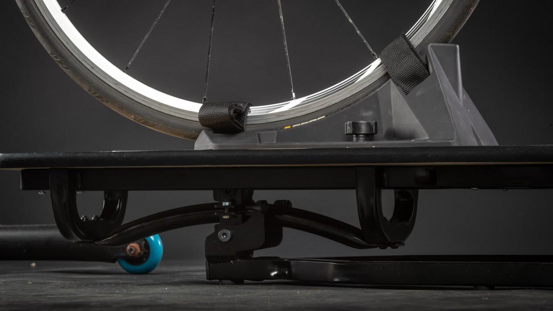 Ein ausgeklügelter Mechanismus gibt der Platte ein natürliches Bewegungsgefühl