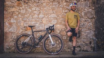 Scott Addict Gravel 2022Größere Reifenfreiheit, bessere Integration, mehr Platz für Taschen und Co.: Scott führt sein Addict Gravel in die zweite Generation.