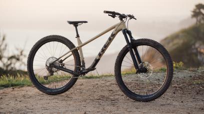 Trek Roscoe 2022Hardtail fürs Grobe: Trek zeigt die Neuauflage seines Roscoe und spendiert dem flinken Trailbike eine radikale Geometrie.
