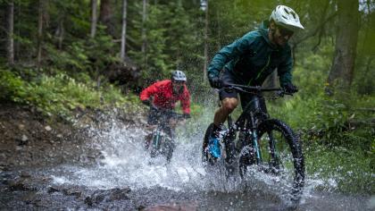 Canyon Lux TrailJetzt auch von Canyon: Mit dem Lux Trail stellen die Koblenzer erstmals ein waschechtes Downcountry in den Webshop.
