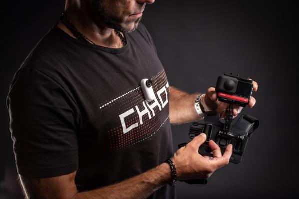 Vorher: Brustgeschirr mit klobiger Actioncam