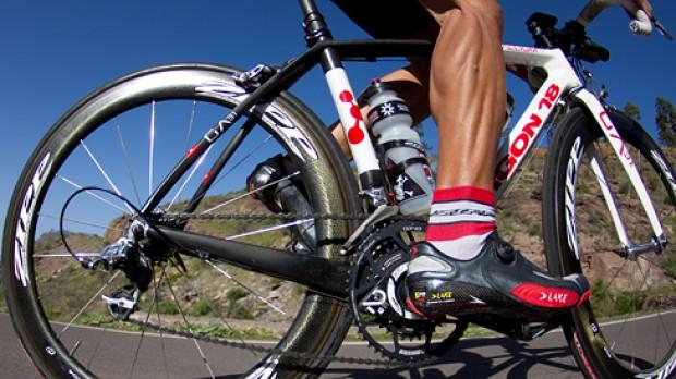 Argon 18 Gallium ProDer Kanadier im Megatest auf Gran Canaria. Featuring ZIPP 404 Clincher Laufräder, Power2Max Leistungsmessung, Rotor 3D+ Kurbel inkl. Q-Rings, Garmin Edge 800 Fahrradcomputer und Contour GPS Helmcam.