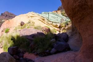 farbenprächtige Felsen bei Mogan