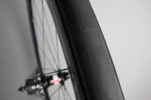 das hintere Reifenprofil ist noch lange nicht am Semmerl: keine Löcher oder Risse, das macht Mut