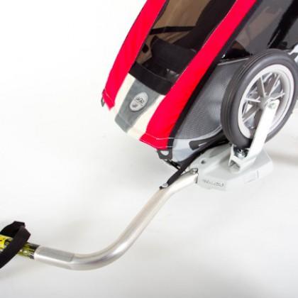 Steckt man die Vorderräder verkehrt in die Halterungen und montiert die Deichsel, ist der Cougar auch schon als Radanhänger bereit.
